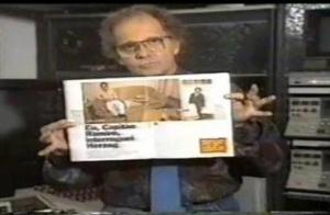 """Goulart de Andrade durante o programa """"Comando da Madrugada"""" - apresentado na Rede Bandeirantes nos anos 80. Reprodução."""