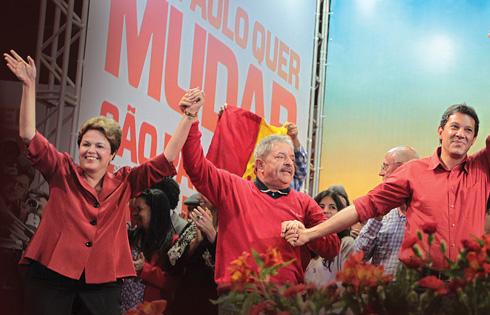 Da esquerda para direta: Dilma, Lula e Haddad. Fonte: https://istoe.com.br/320563_LULA+APROXIMOU+DILMA+E+HADDAD/